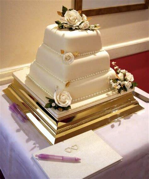 Hochzeitstorte Gold by Hochzeitstorte Gold Bildergalerie Hochzeitsportal24