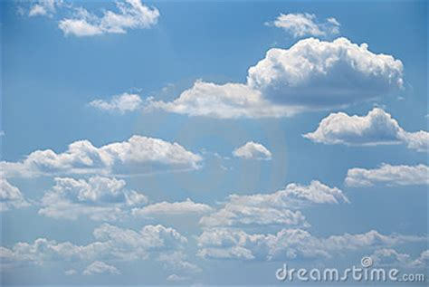 imagenes nubes blancas nubes blancas suaves y cielo azul foto de archivo imagen