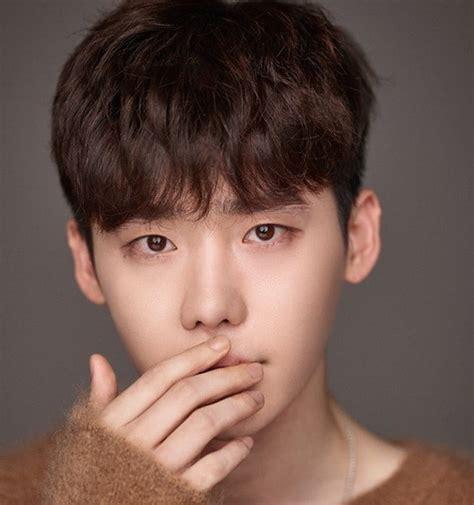 film yg dibintangi lee jong suk dan park shin hye sempat mengkritisi yg entertainment lewat instagram ini