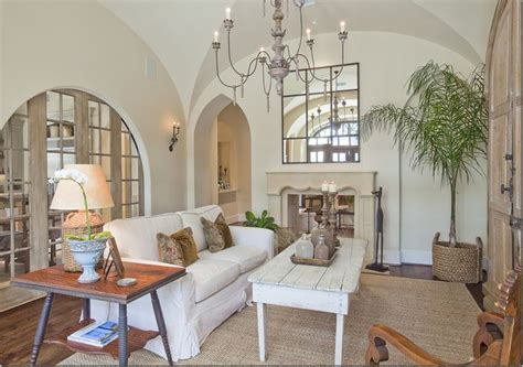Arch Between Kitchen And Living Room by Arched Pocketed Doors Between Kitchen And Family Room