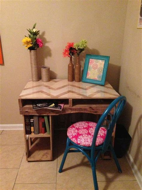 Diy Pallet Desk 5 Diy Easy Wooden Pallet Desk Ideas 99 Pallets