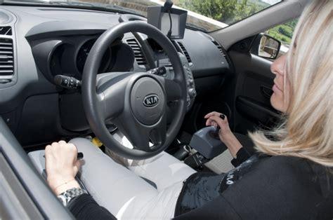 auto con comandi al volante per disabili volante meccanico e joystick elettronico i nuovi comandi