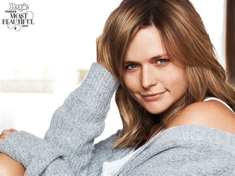 latest pictures of miranda lambert miranda lambert poses without makeup see the photo