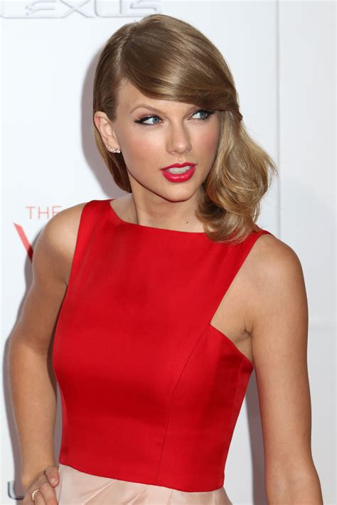 hair styles with flips for women taylor swift grammar queen 187 mobylives