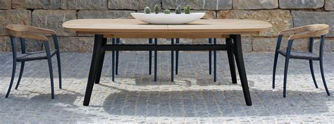 Outdoor Dining Room Table   [peenmedia.com]