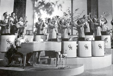 swing bands of the 40s glenn miller orchestra 1939