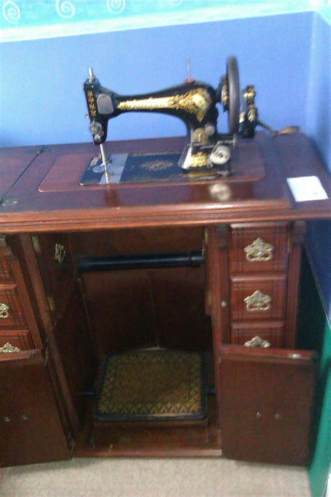 sewing machine cabinet singer 1904 28k singer sewing machine in a c1900 early drawing