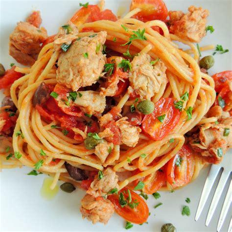 cucinare il tonno spaghetti con tonno fresco in olio cottura capperi olive