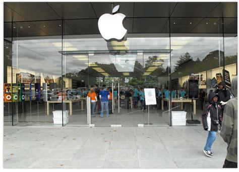 Apple Glass Door Customer Walks Into Glass Store Door Sues Apple For 1 Million Macsessed