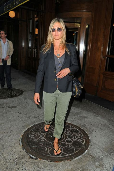 Get Look Anistons Etro Wrap by 2013 Wrap Up A Year Of Style With Aniston We