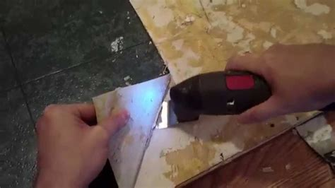 how to remove linoleum or vinyl flooring from wooden floor using an oscillating multi tool youtube