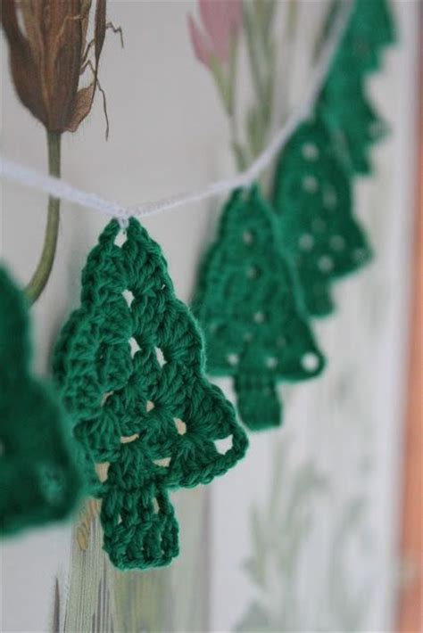crocheted christmas tree garland ideas 1000 images about crochet decorations on crochet crochet