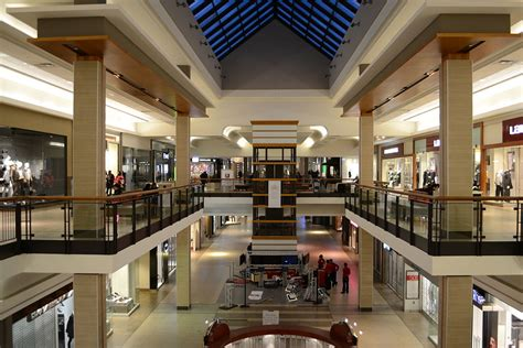 Fairview Mall Hours, Stores & Reviews on Toronto Malls