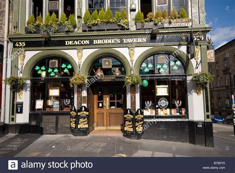 royal milecom the royal mile shops restaurants pubs deacon brodies pub high street royal mile edinburgh
