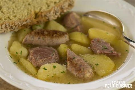 cuisine irlandaise typique recette de dublin coddle ou marmite de dublin cuisine