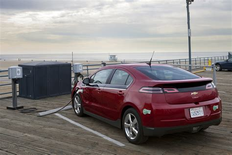 Tesla Model S Vs Chevy Volt Tesla Model S Vs Chevy Volt One Owner Compares Gm Volt