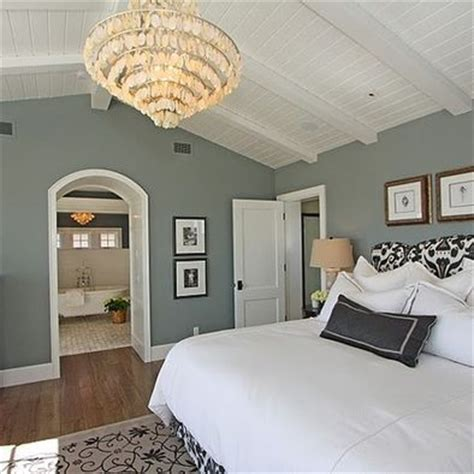 15 bedrooms with cathedral and vaulted ceilings paint colors the chandelier and wall colors