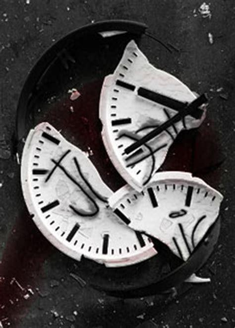 the broken clock is a comfort pin the broken clock is a comfort it helps me sleep