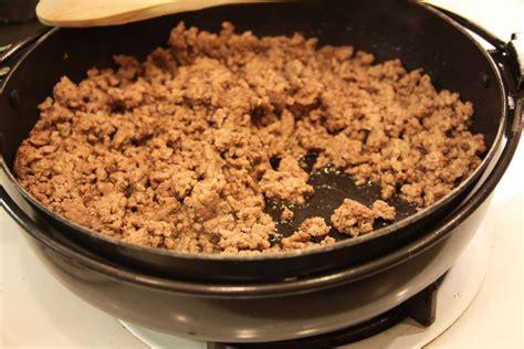 cooked ground beef spoonlighting