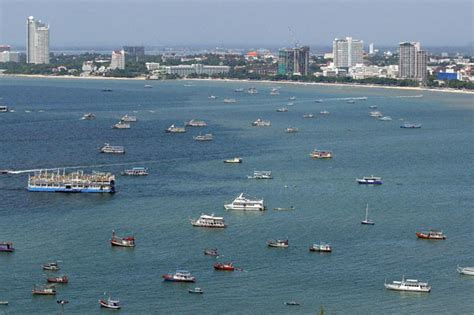tourist boat sinks thailand another tourist boat sinks off thailand aol uk travel