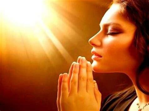 imagenes de personas reunidas orando el poder de la oracion el poder de la oracion pinterest