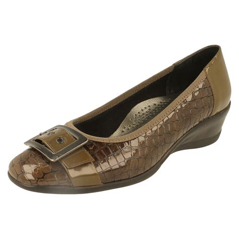 padders wide fitting wedge shoes the style