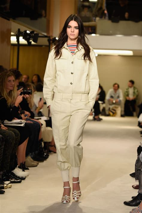 kendall jenner fashion week 2014 kendall jenner paris fashion week sonia rykiel catwalk
