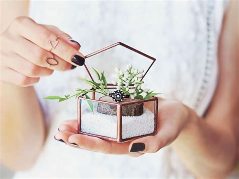 Bantal Dekorasi Mr N Mrs Right 18 tempat cincin pernikahan yang unik anti mainstream