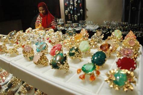 Produk Ukm Bumn Set Perhiasan batu alam dari kalimantan momen bisnis