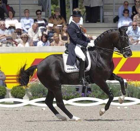 pferdesport totilas soll umstrittene rollkur erhalten