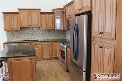 maple glaze kitchen cabinets wholesale kitchen cabinets los largo maple cinnamon glaze photo gallery discount