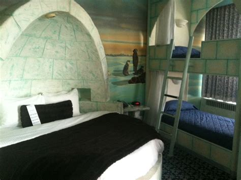 West Edmonton Mall Hotel Themed Rooms by Theme Room Fantasyland Hotel Jody Robbins Travels With Baggage