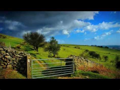 caribbean blue testo how can i keep from singing enya significato della