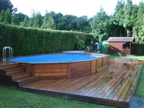 pool deck bauen foto revestimiento de piscina con parquet de montaextrem