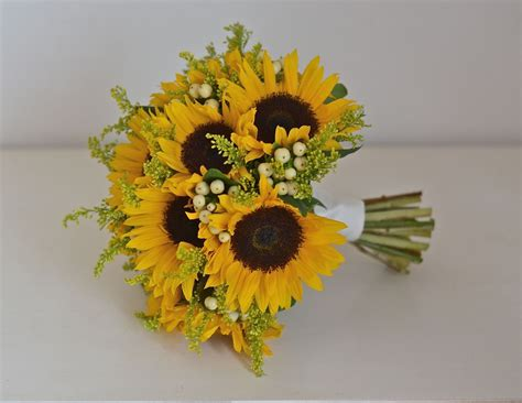 wedding bouquet sunflowers 1000 images about sunflower wedding bouquet on