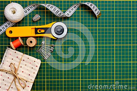 Patchwork Tools - patchwork sewing tools on green mat stock photo image