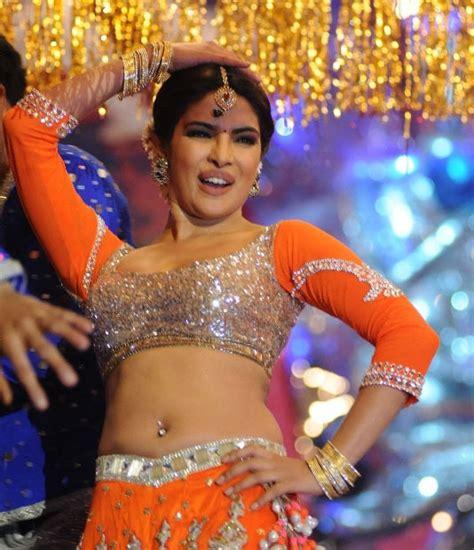 priyanka chopra john travolta s hot dance at iifa awards 2014 parieniti chopra dance performance dance dance t