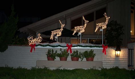 christmas decorating ideas for your backyard deck