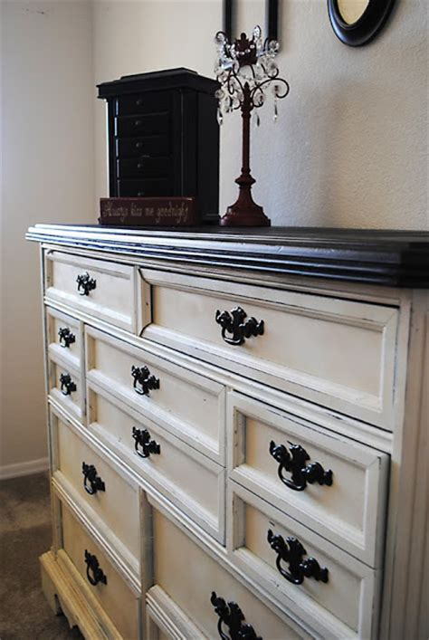 Spray Paint Dresser Black by How To Spray Paint Furniture Like A Pro Clutter