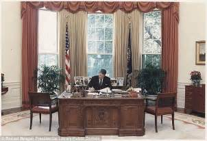 White House Oval Office Desk Oval Office Desks That Served The Presidents Daily Mail