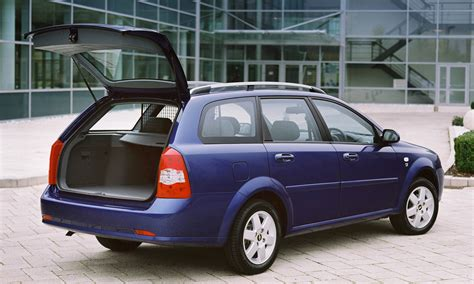 chevrolet lacetti station wagon review 2005 2011 parkers