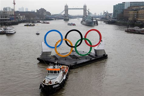 thames river unbeatable game london calling the walrus