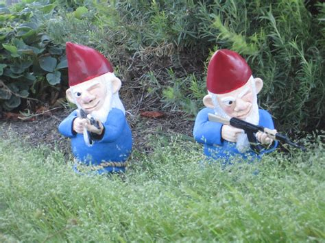combat garden gnomes combat garden gnome dudeiwantthat com
