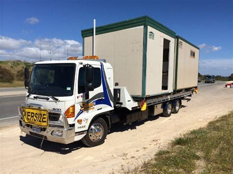 hire a tow truck tilt tray recovery in port hedland