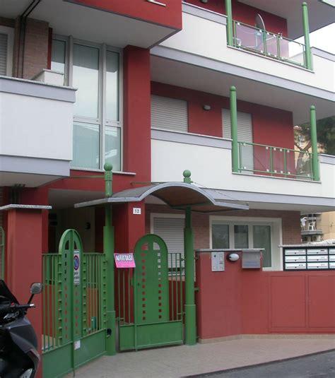 ingresso pedonale demolizione ricostruzione per l albergo che diventa