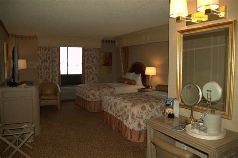 golden nugget hotel rooms las vegas hotel room pictures golden nugget vegascasinoinfo