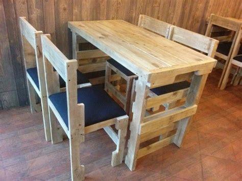 sillas con palets mesas de palets y sillas muebles pinterest palets
