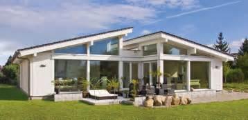 Bongalow bungalow glano 126 lichtgestalt in fachwerkkonstruktion