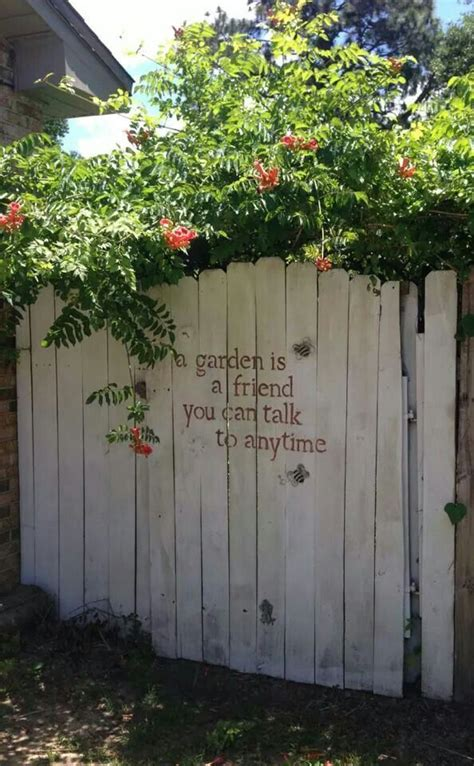 Decorating A Fence For - decorate your fence how to ideas for spicing up the backyard