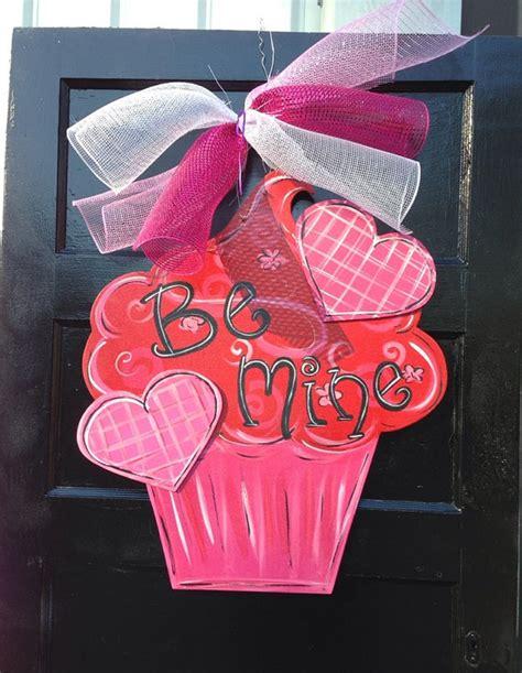 valentines door hanger door hanger wreath cupcake